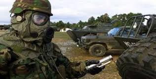 Militari Nato con protezioni anti-uranio impoverito