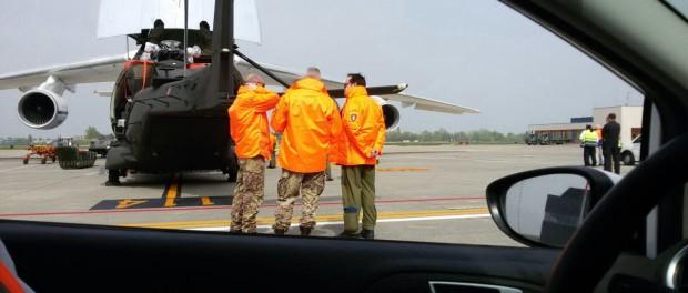 Elicotteri militari all'aeroporto di Bologna. Foto